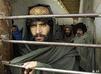 یک رزمندهی طالبان اسیر در زندان خلیج گوانتانامو