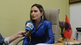 Η Άλμα Μέλε, διευθύντρια της υπηρεσίας Ασύλου του αλβανικού υπ. Εσωτερικών