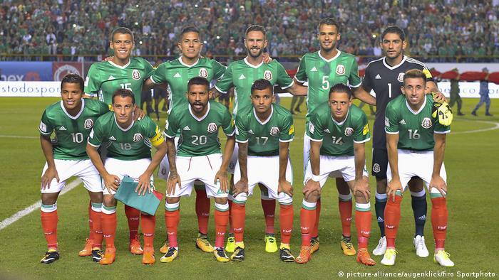 Fußball Mannschaftsfoto Mexiko (picture-alliance/augenklick/firo Sportphoto)
