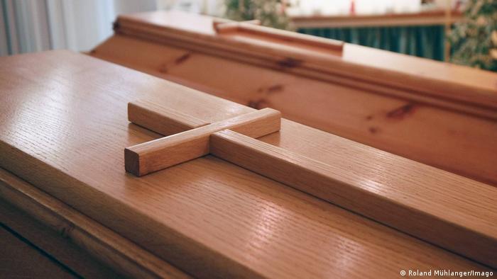 Several wooden coffins (Imago/R. Mühlanger)