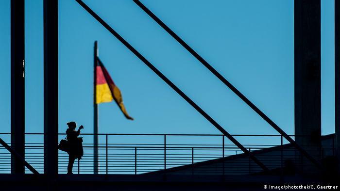 Deutschland - Symbolbild - Fahne (Imago/photothek/G. Gaertner)