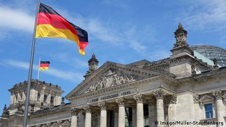 Deutschland - Symbolbild - Fahne (Imago/Müller-Stauffenberg)