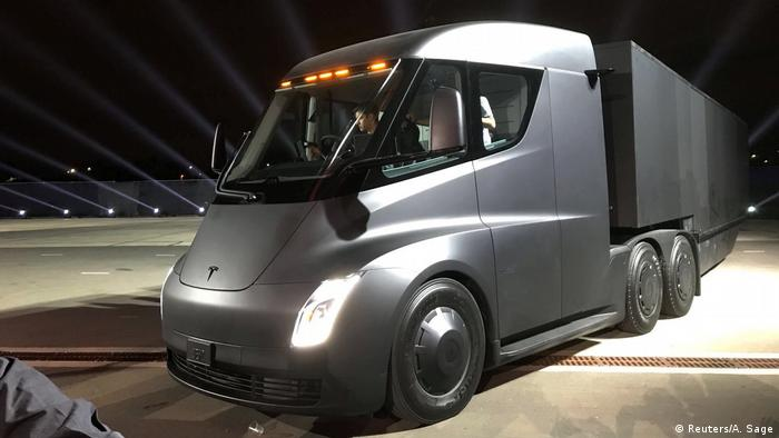 Tesla′s latest ′moonshot′ is an all-electric semi truck