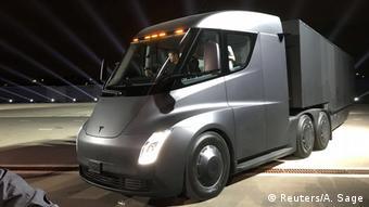 В 2017 году компания Tesla представила прототип электрического грузовика Semi