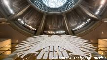 Bundesadler im Plenarsaal (picture-alliance/dpa/K. Nietfeld)