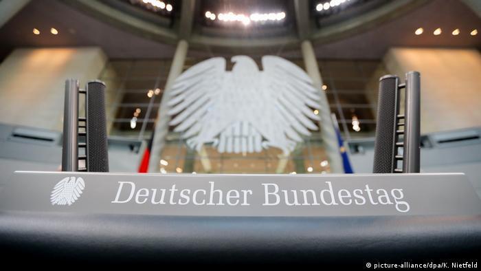 Plenarsaal des Bundestages wird umgebaut (picture-alliance/dpa/K. Nietfeld)
