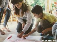 """Активісти з організації """"Світ освіт"""" зібрали 25 школярів з різних куточків України, аби пробудити в них інтерес до теми зміни клімату"""