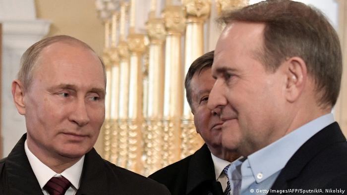 Володимир Путін і Віктор Медведчук під час відвідин монастиря у передмісті Москви, 2017 рік