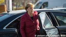 Angela Merkel getting out of car (picture-alliance/dpa/S. Stein)