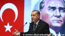Backdropped by a poster of Mustafa Kemal Ataturk, Turkey's President Recep Tayyip Erdogan, delivers a speech in Konya, central Turkey (picture alliance/dpa/AP Images/K. Ozer)