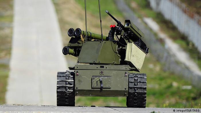Russian combat robot (imago/ITAR-TASS/Y. Smityuk)
