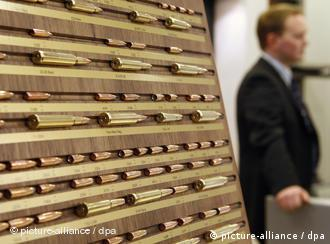 Waffenmesse IWA 2009 in Nürnberg (picture-alliance / dpa)