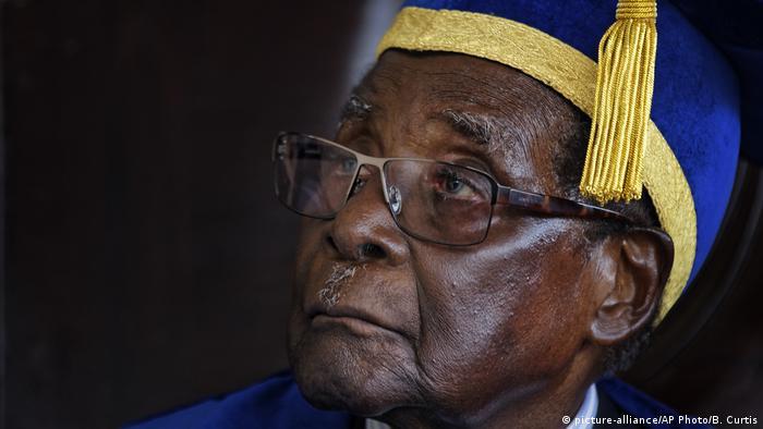 Simbabwe Harare Robert Mugabe (picture-alliance/AP Photo/B. Curtis)