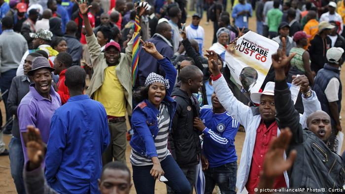 Simbabwe Protest in Harare (picture-alliance/AP Photo/B. Curtis)