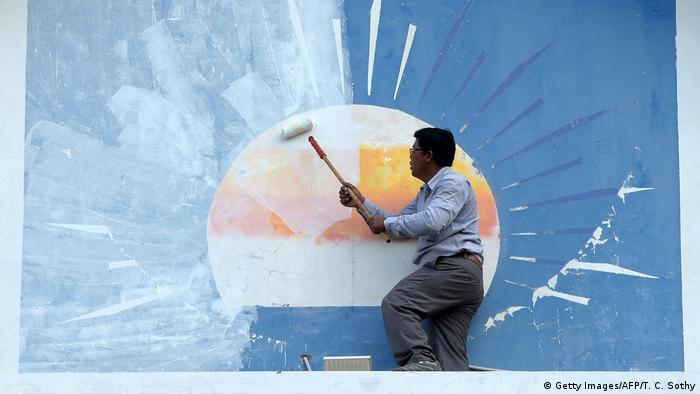 A CNRP supporter paints over the party logo in the CNRP headquarters (Getty Images/AFP/T. C. Sothy)