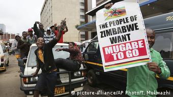 Simbabwe Proteste in Harare (picture-alliance/AP Photo/T. Mukwazhi)