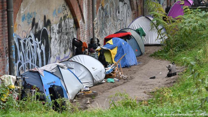 Owiane złą sławą dzikie obozowiska bezdomnych w parku Tiergarten