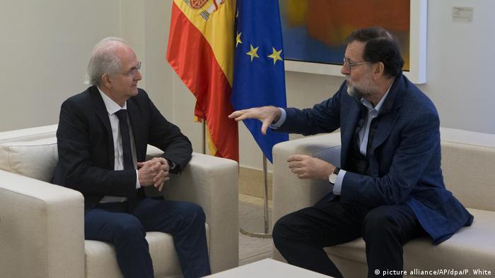 Spanien ehemaliger Bürgermeister von Caracas Antonio Ledezma bei Premier Rajoy (picture alliance/AP/dpa/P. White)