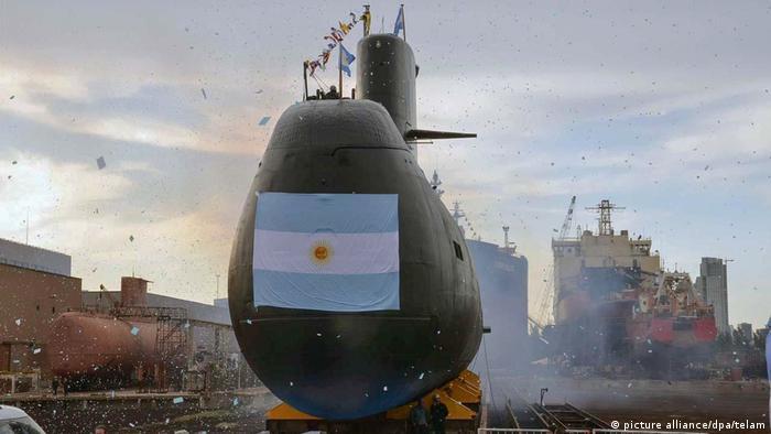 La Armada argentina continúa sumando aliados internacionales a la búsqueda del submarino ARA San Juan, desaparecido el pasado miércoles en las costas del país suramericano con 44 tripulantes a bordo. Compartimos la preocupación de las familias y la de todos los argentinos, publicó el presidente de Argentina, Mauricio Macri, en su cuenta oficial de Twitter. (20.11.2017).