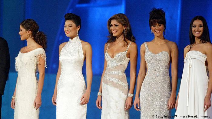 Miss Universe Wahl 2002 mit Ling Zhuo aus China (Getty Images/Primera Hora/J. Jimenez)