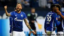 Schalke's Austrian striker Guido Burgstaller (L) celebrates scoring with his team-mates during the German First division Bundesliga football match between Schalke 04 and Hamburg SV in Gelsenkirchen, western Germany, on November 19, 2017. / AFP PHOTO / PATRIK STOLLARZ / RESTRICTIONS: DURING MATCH TIME: DFL RULES TO LIMIT THE ONLINE USAGE TO 15 PICTURES PER MATCH AND FORBID IMAGE SEQUENCES TO SIMULATE VIDEO. == RESTRICTED TO EDITORIAL USE == FOR FURTHER QUERIES PLEASE CONTACT DFL DIRECTLY AT + 49 69 650050 (Photo credit should read PATRIK STOLLARZ/AFP/Getty Images)