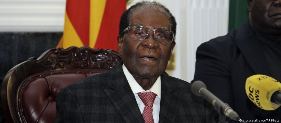 Robert Mugabe foi posto sob prisão domiciliar pelos militares, que assumiram o controle do país