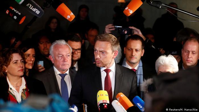 Deutschland Christian Lindner bei Sondierungsgesprächen in Berlin (Reuters/H. Hanschke)