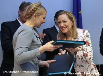 На уряд Тимошенко попросять натиснути європейські організації.