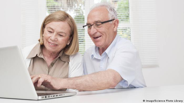 Senioren mit Laptop (Imago/Science Photo Library)