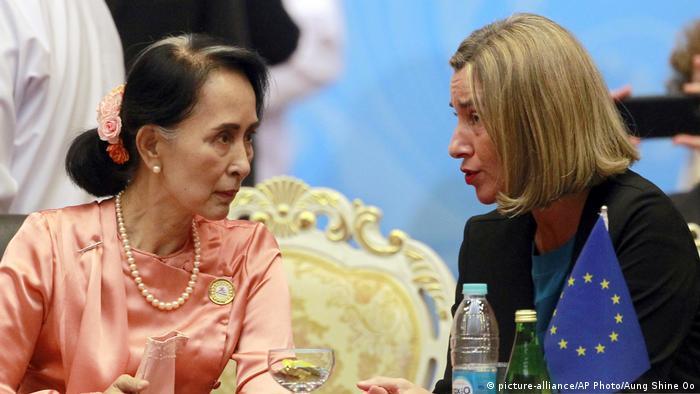 Myanmar ASEM-Treffen Aung San Suu Kyi, Federica Mogherini (picture-alliance/AP Photo/Aung Shine Oo)