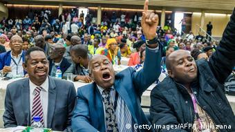 Simbabwe Veteranen fordern Rücktritt von Mugabe (Getty Images/AFP/J. Nijkizana)