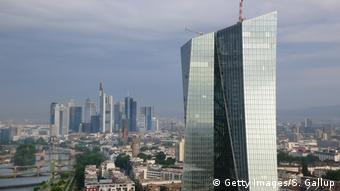 Τα ιταλικά ομόλογα σταυπόγειατης ΕΚΤ ανέρχονται σε 390 δις ευρώ.