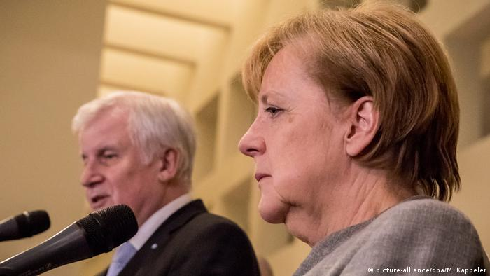 Angela Merkel at the collapse of the coalition talks in Berlin, pictured next to Horst Seehofer, chairman on the Bavarian sister-party CSU. (picture-alliance/dpa/M. Kappeler)