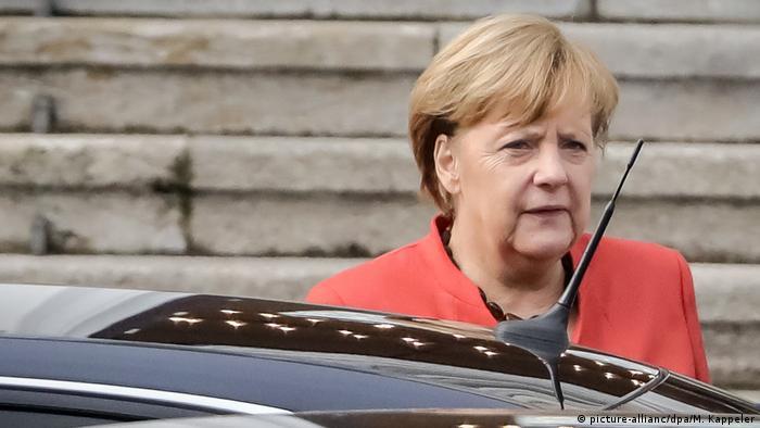 Merkel deixa a residência presidencial após encontro com o presidente