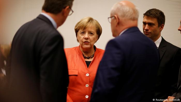 Angela Merkel in orange