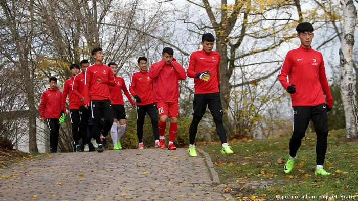 Fußball TSV Schott Mainz - U20 China (picture-alliance/dpa/H. Bratic)