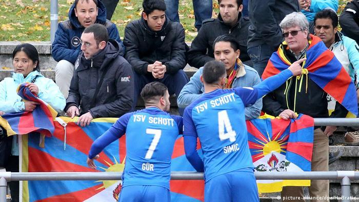 Fußball TSV Schott Mainz - U20 China (picture-alliance/dpa/H. Bratic)