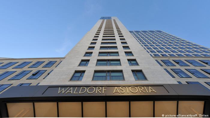 Deutschland Waldorf Astoria in Berlin (picture-alliance/dpa/P. Zinken)