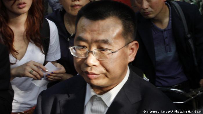 China Bürgerrechtsanwalt Jiang Tianyong in Peking (picture-alliance/AP Photo/Ng Han Guan)