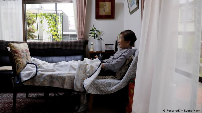Dementia patient Yasudo Toyoko watches TV in her daughter's home (Reuters/Kim Kyung-Hoon)