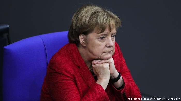 Berlin Bundestag Angela Merkel (picture-alliance/AP Photo/M. Schreiber)