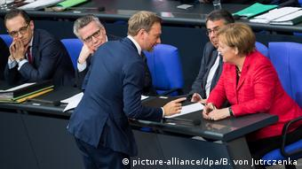 Christian Lindner, Angela Merkel and Sigmar Gabriel in parliament (picture-alliance/dpa/B. von Jutrczenka)