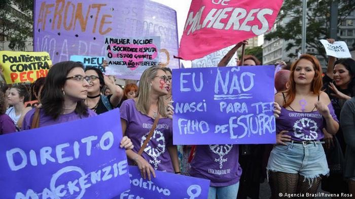 Protesto de mulheres contra a PEC 181
