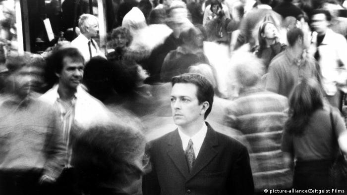 Film still Following: a man in a crowd (picture-alliance/Zeitgeist Films)