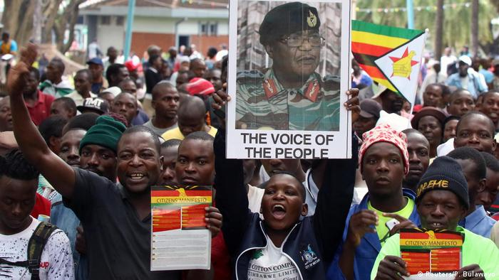 Simbabwe Protest in Harare, Forderung Rücktritt Robert Mugabe