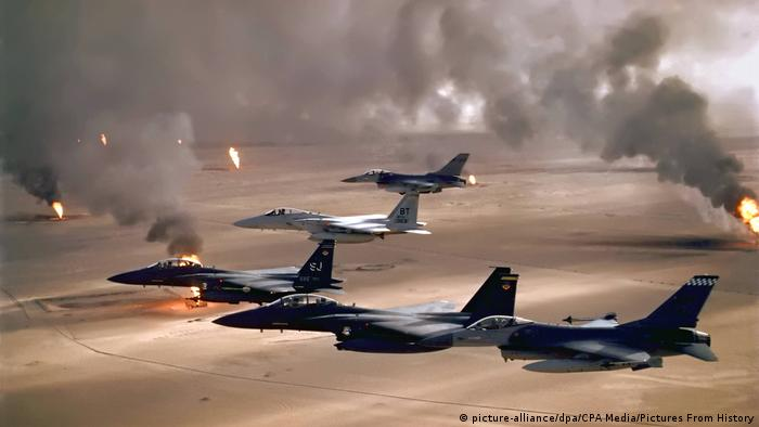 Golfkrieg 1991 USA-Kampfflugzeuge über Kuwait (picture-alliance/dpa/CPA Media/Pictures From History)