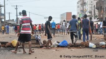Des barricades dressées par des jeunes à Conakry