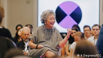 Adrienne Clarkson moderating a session at Toronto's 6 Degrees Citizen Space 2017 (6 Degrees/ICC)