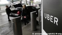 The Uber logo at an airport (picture-alliance/AP/S. Wenig)