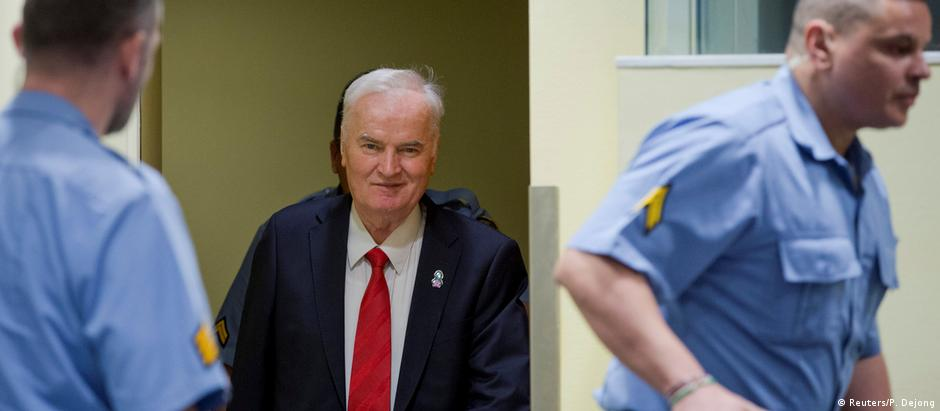 Ex-Bosnian Serb wartime general Ratko Mladic appears in court (Reuters/P. Dejong)